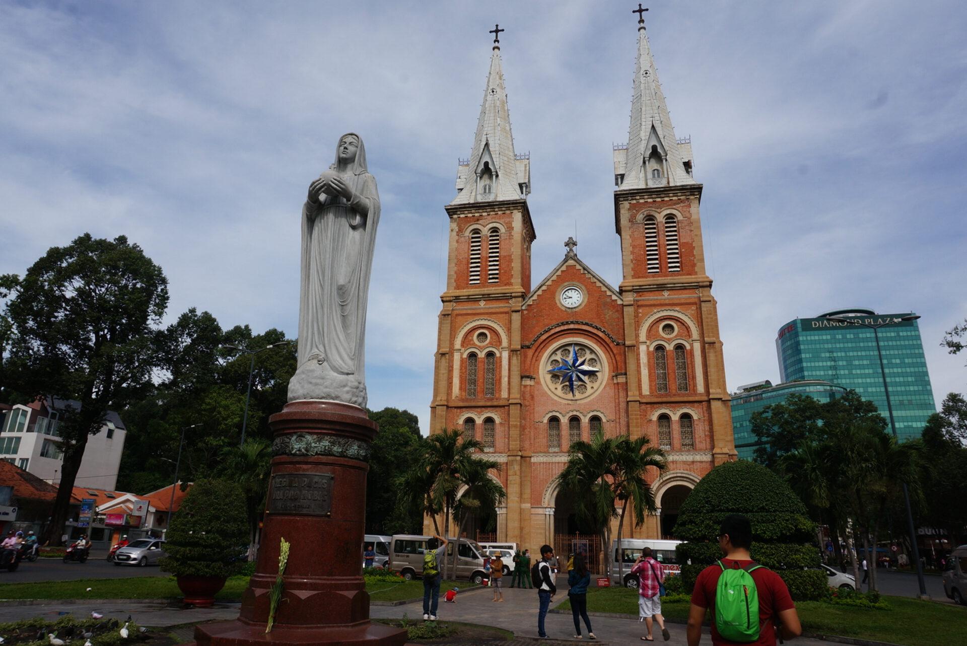 ХоШиМин— город муравейник, город пекло, город скутеров. + Экскурсия вдельту реки Меконг— яввосторге…