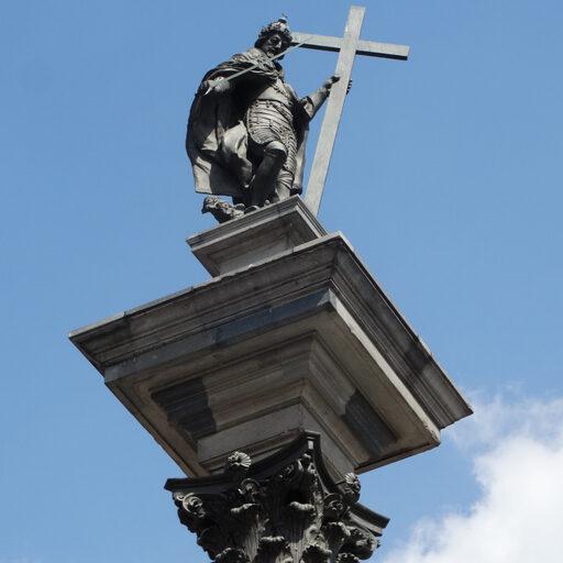 Я клоню свою голову шалую Пред Варшавою, пред Варшавою…