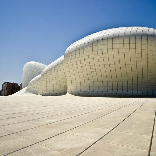 Баку. Приморский бульвар и белый шедевр