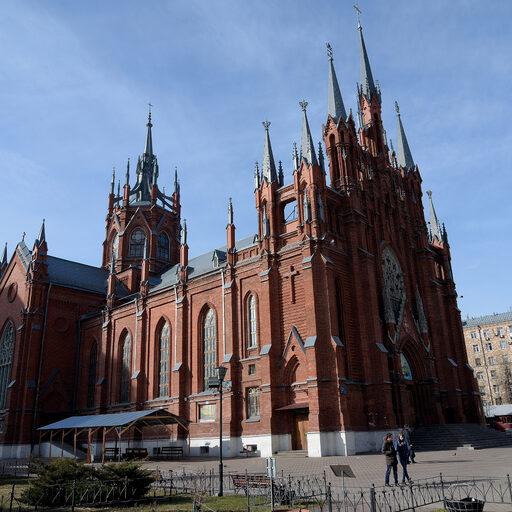 От Садово-Кудринской к самому красивому костёлу Москвы.