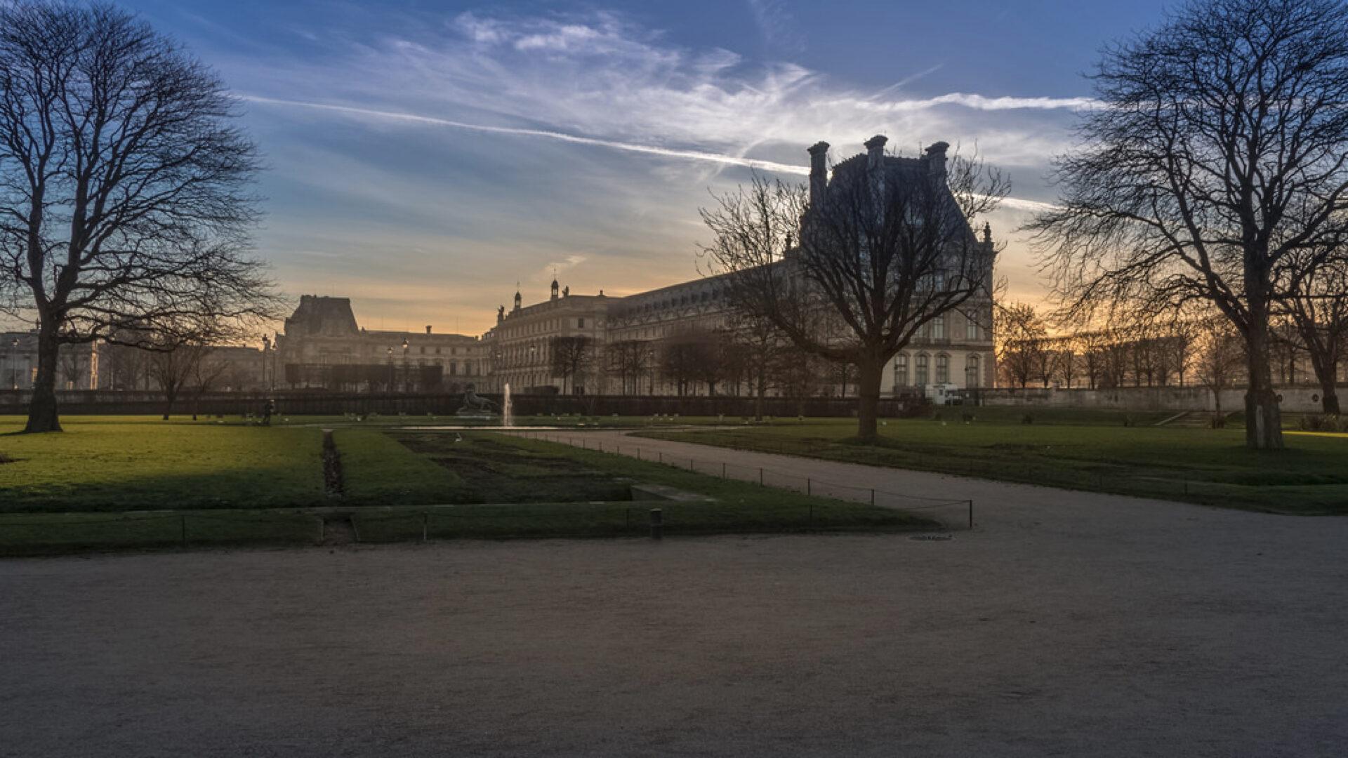 Дворец Тюильри вПариже— пристанище для Красного призрака