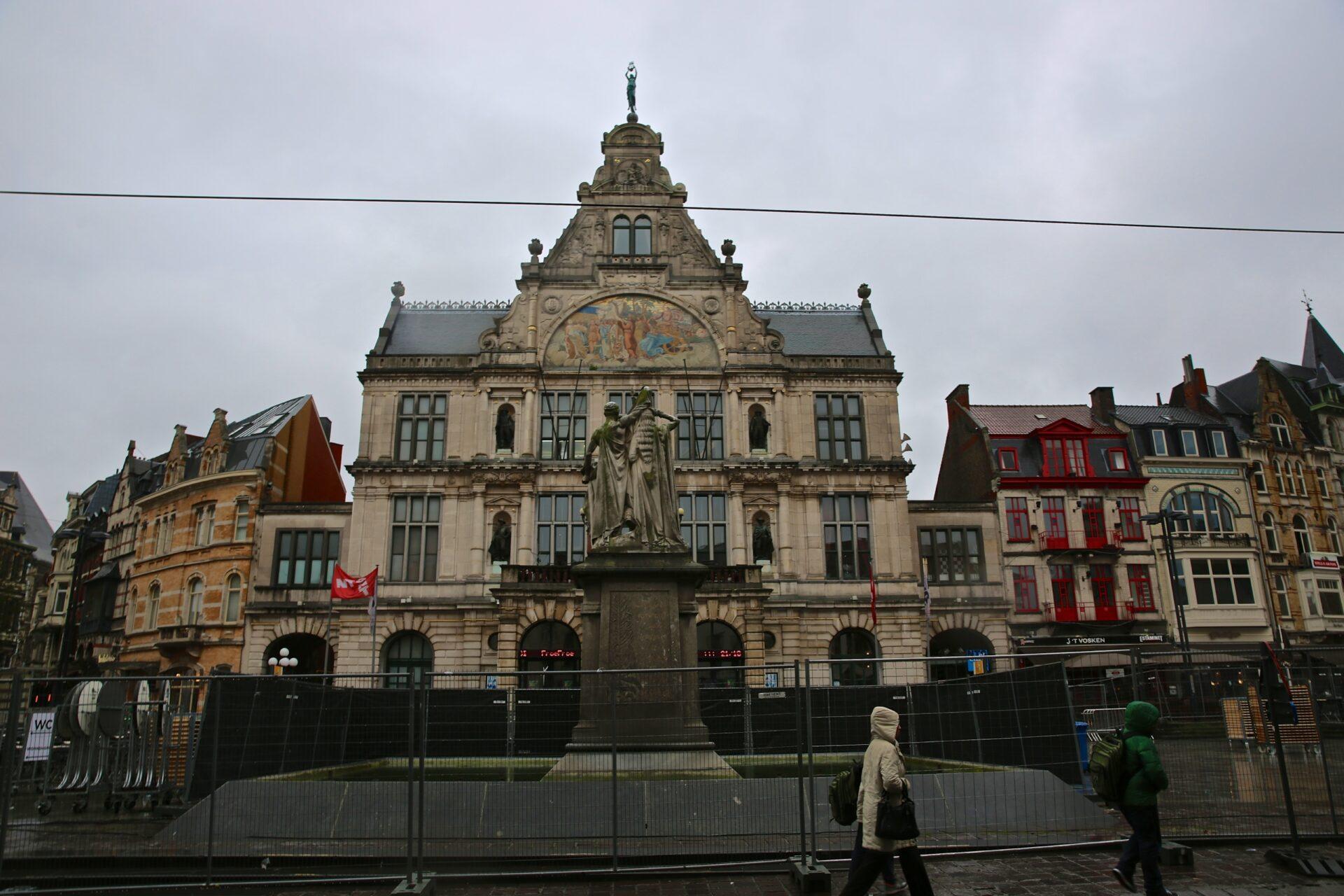 Средневековый Гент изамок графов Фландрии Гравенштайн (Gravensteen)