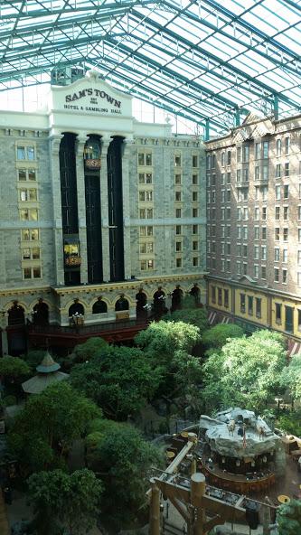 Вид из номера отеля. Внутренний дворик