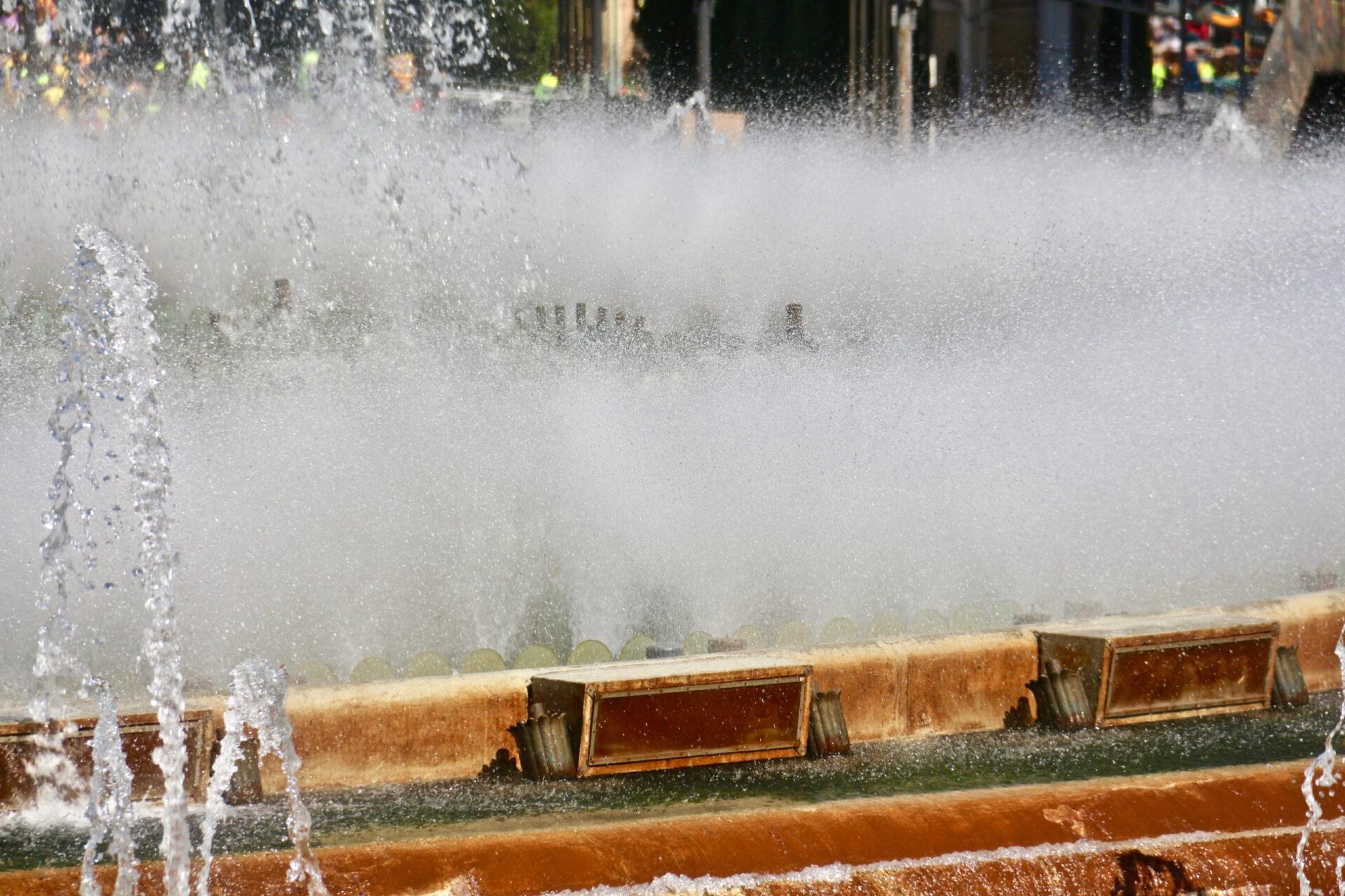 Был такой конкурс «Испанские каникулы»))) Барселона. Монтжуик, площадь Испании инемного протеста.
