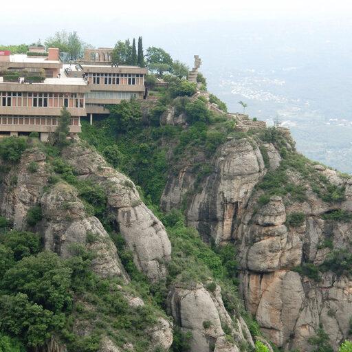 Испания-потрясающая гора Монсеррат и монастырь с Черной Мадонной