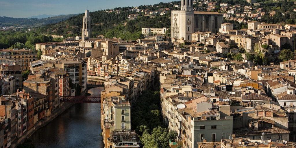 Жирона — река Оньяр, собор св. Девы Марии, мост Эйфеля или о том, как его Воробейшество унизил Серсею Ланнистер.