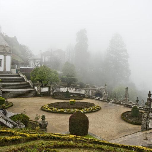 Лестница в тумане.