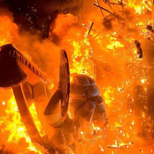 Las Fallas — весёлое огненное безумие в Валенсии.