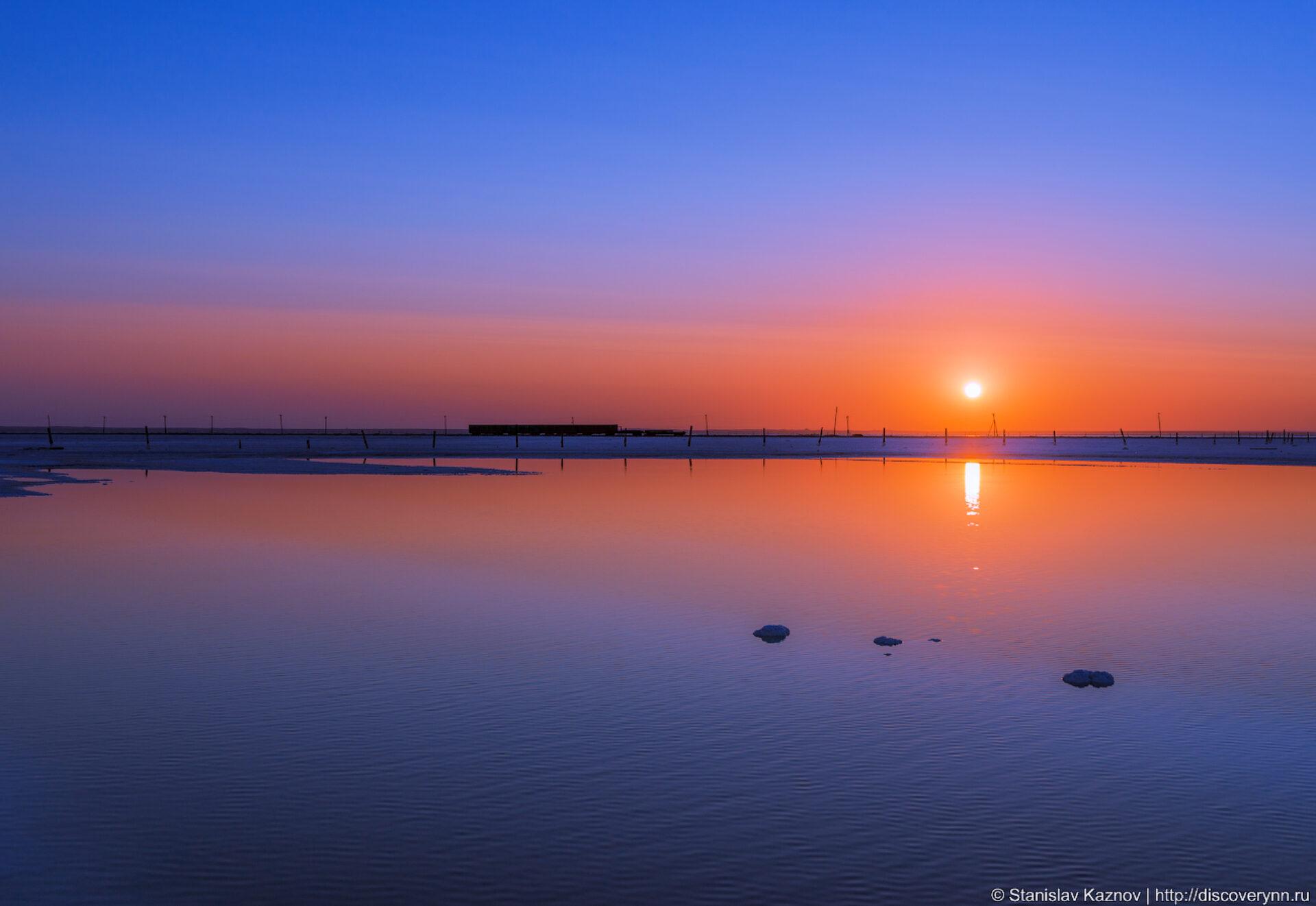 Рассвет наозере Баскунчак