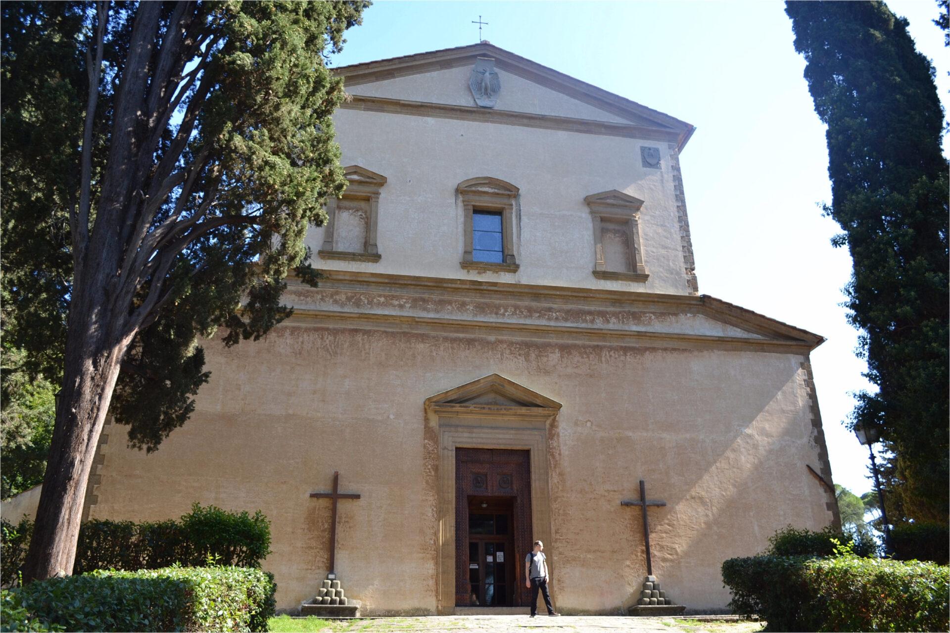 Две церкви нахолме Монте алле Крочи.
