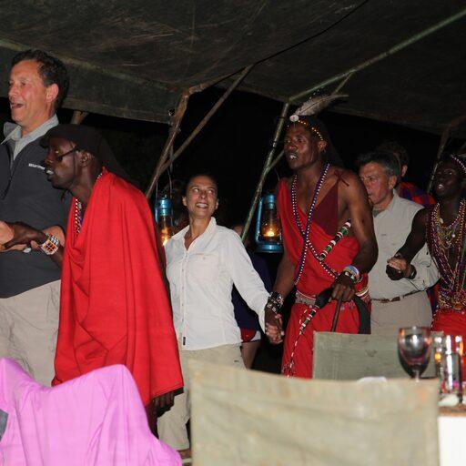 Прощание с Bateleur Camp под ритуальные танцы Масаев