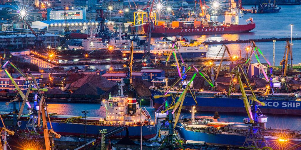 Теплый ламповый Мурманский порт