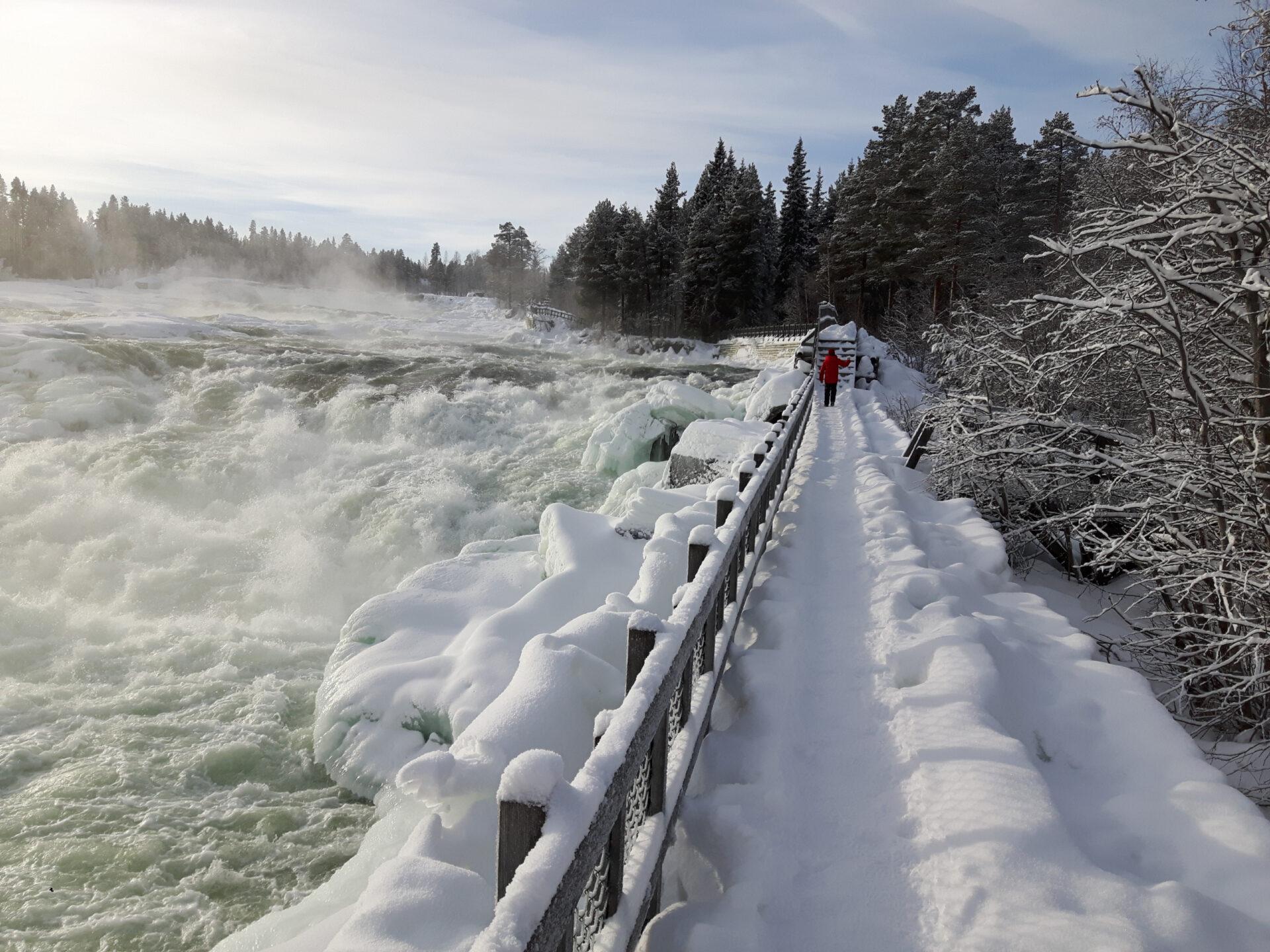 Возвращение вШвецию. Водопад Стурфоршен зимой.
