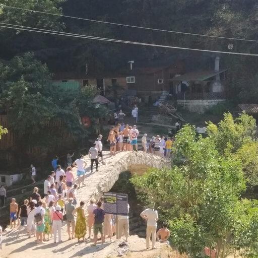 Мост царицы Тамары и водопад Махунцети…