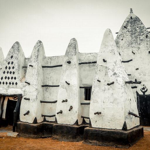 «Larabanga Mosque» Древняя мечеть и жизнь вокруг