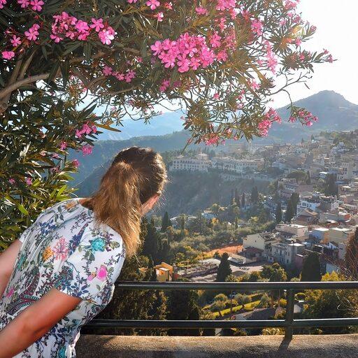 На склоне горы: Таормина