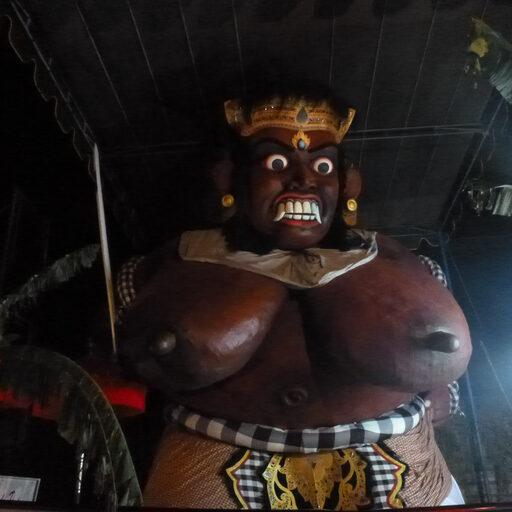 Ого — го & Ньепи. Новогодние развлечения балийцев