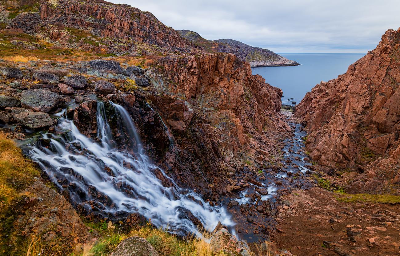 Водопад из Малого Батарейского озера (Териберка)