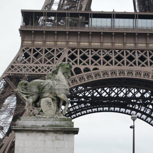 Виды на Париж с высоты Эйфелевой башни.