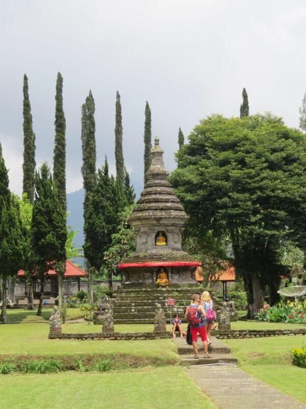 Храм Улун Дану наБали
