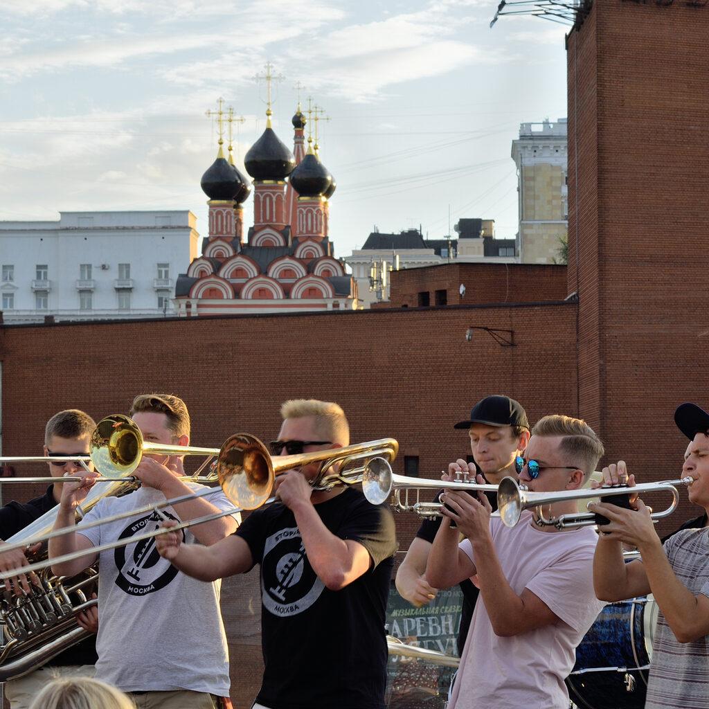Трубачи на крыше